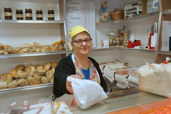 Pane gratuito ai bisognosi: succede a Limidi